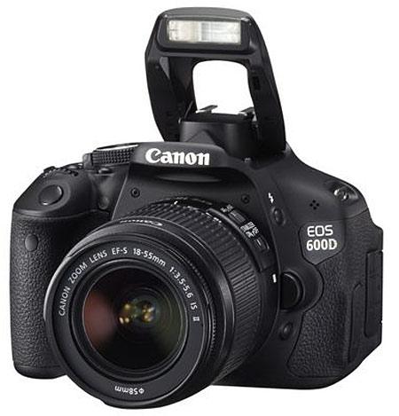 Canon EOS 600D de face avec flash déployé