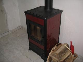 poele a bois dans un chauffage central. Black Bedroom Furniture Sets. Home Design Ideas