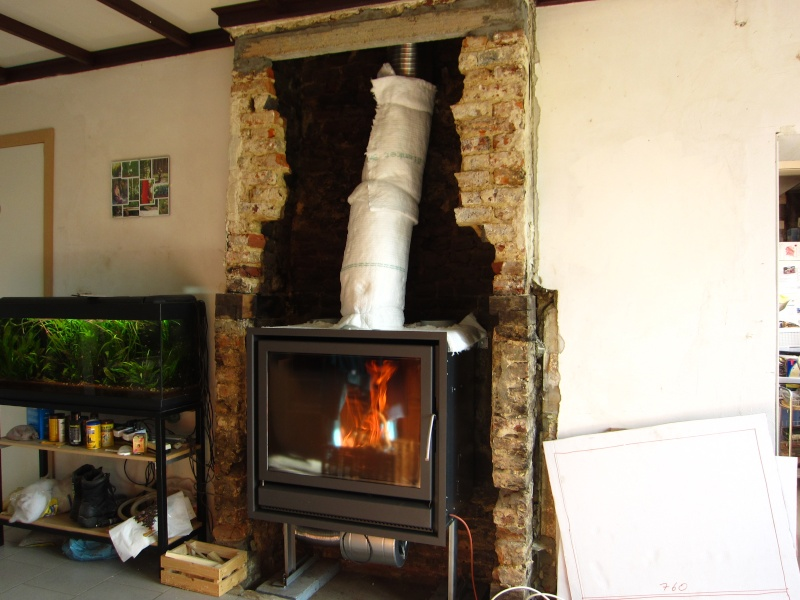 On met une paroi isolante horizontale à lintérieur de la cheminée ...
