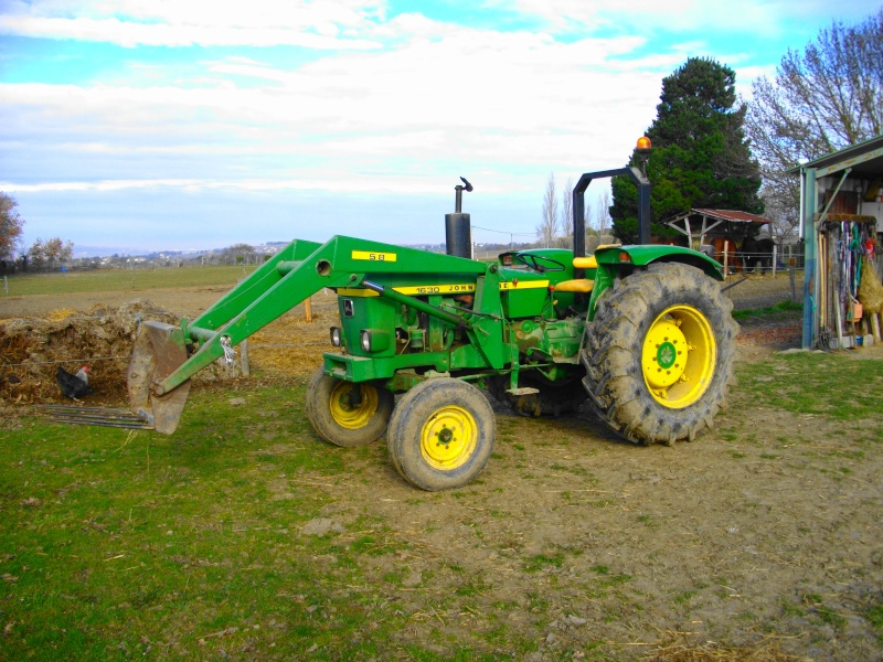 fordson super major with T11747 Apres Les Rouges Un Vert Avec Un 1630 John Deere on Fordson 20major 20gallery in addition Veterantraktor additionally 222032107123 furthermore T1041 Fordson Super Major 4x4 as well 4892482277.
